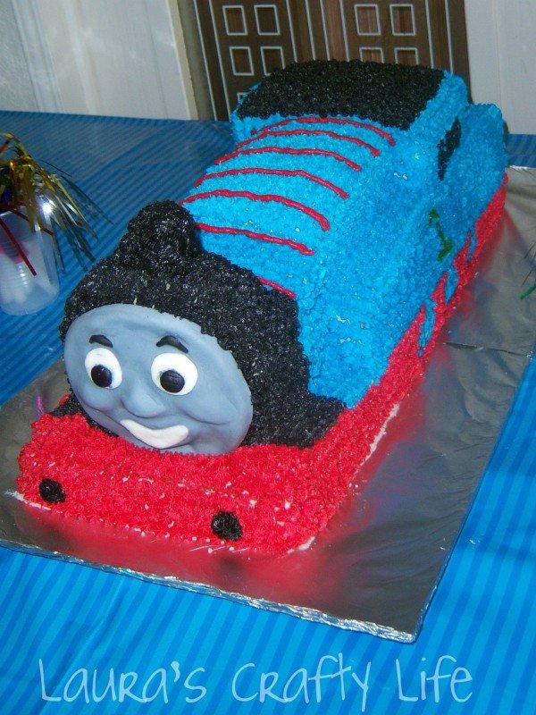 Thomas the train cake - Laura's Crafty Life