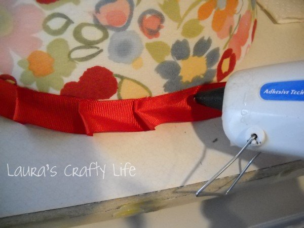 ruffle ribbon using glue gun