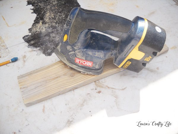 Sand wood with Ryobi hand sander