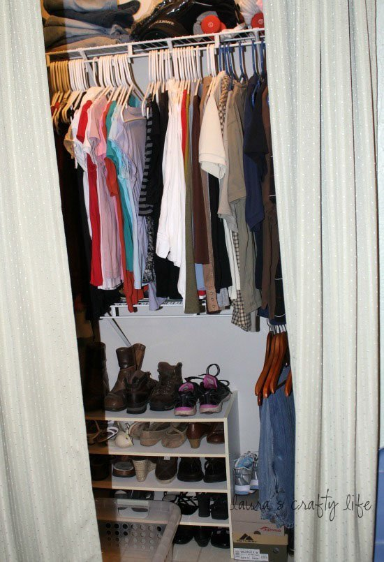 day 16 clean bedroom closets laura 39 s crafty life. Black Bedroom Furniture Sets. Home Design Ideas