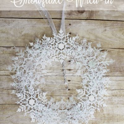 Snowflake Wreath by Laura's Crafty Life