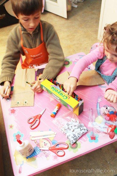 kids making puppets