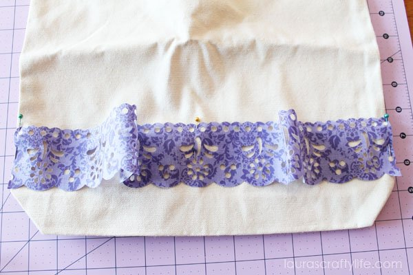 Use pins 2 and 3 to secure ends of lace to tote