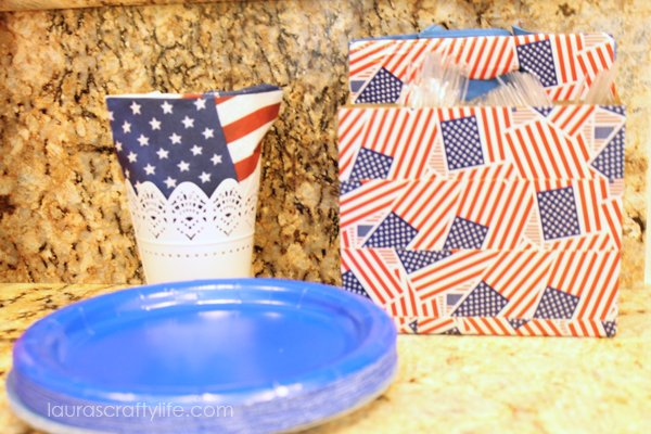 Utensil caddy for patriotic party