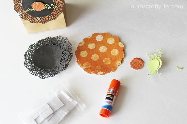 How to assemble pumpkin treat bags