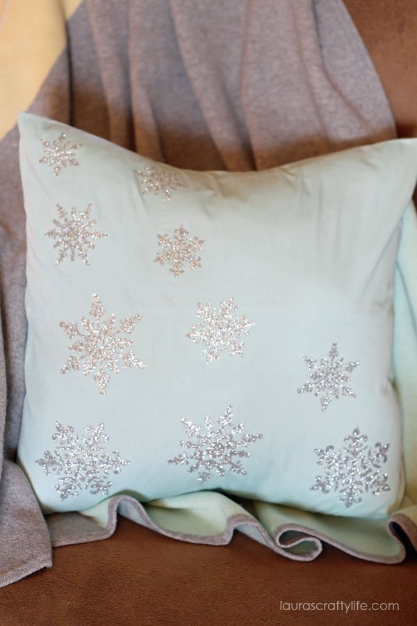 Glitter Snowflake Pillow with the Cricut Explore - Laura's Crafty Life