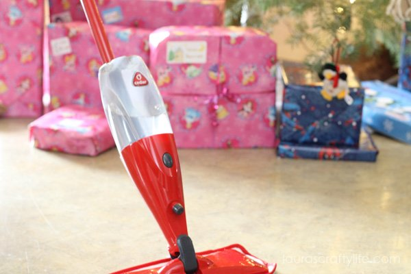 Easily clean your home for the holidays with a O-Cedar Pro Mist - Laura's Crafty Life