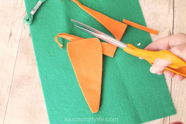 Cut a carrot shape from two pieces of felt