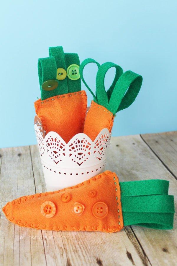 Easily embroider felt carrots for Easter