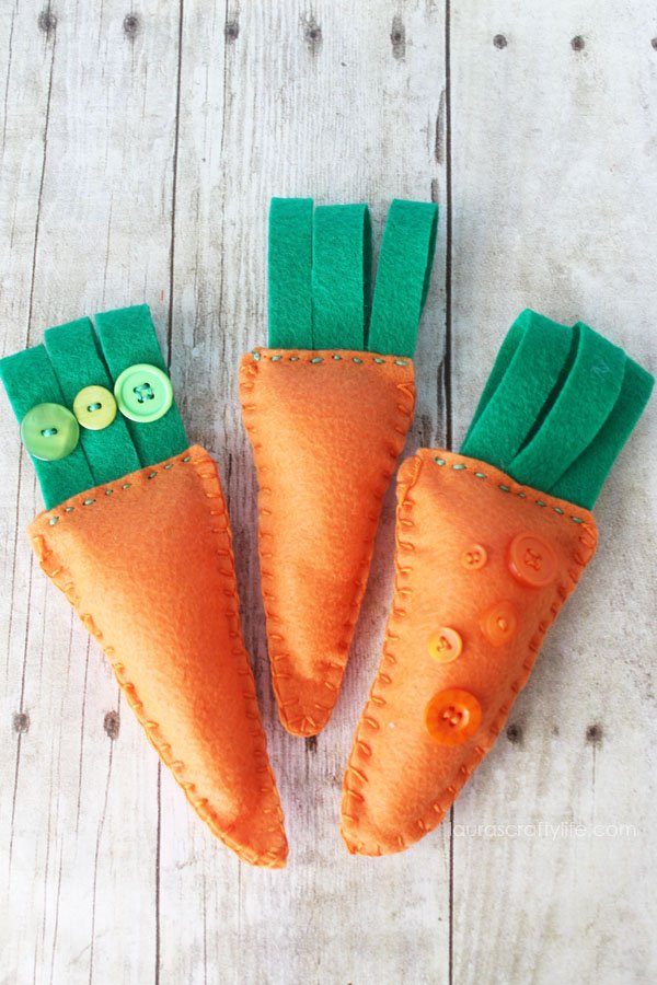 Embroidered Felt Carrots by Laura's Crafty Life