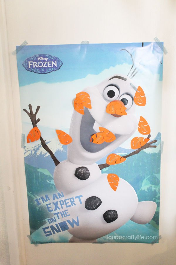Pin the carrot nose on Olaf Frozen party game