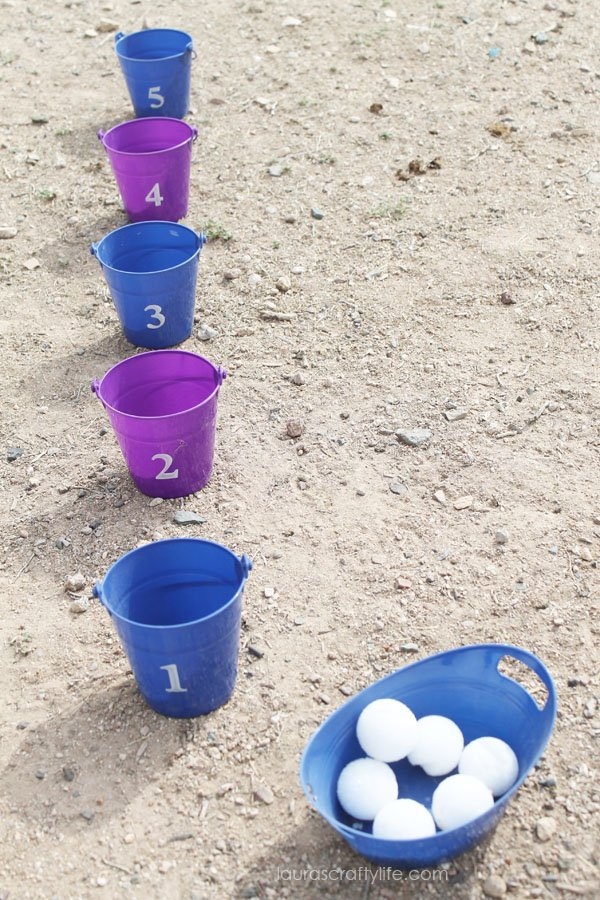 Snowball toss game for Frozen party
