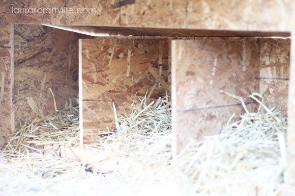 Inside dividers in nesting box