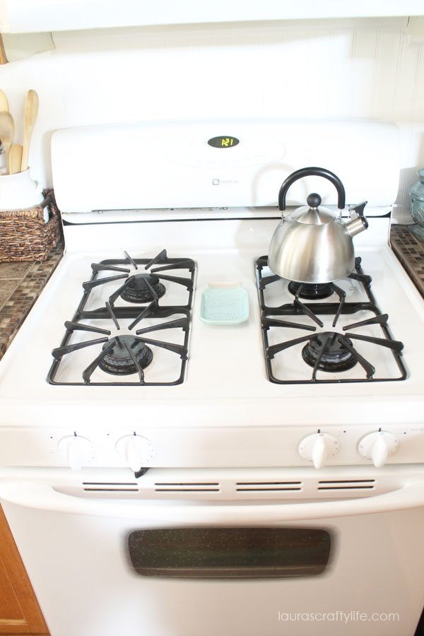 Clean stove using HomeRight SteamMachine Plus - Laura's Crafty Life