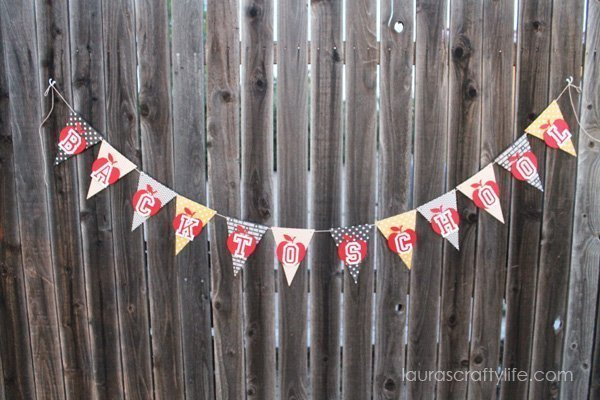 August Back to School Banner - Laura's Crafty Life