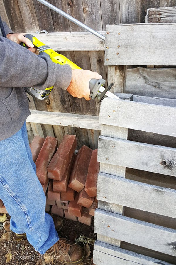 Disassemble pallet using reciprocating saw