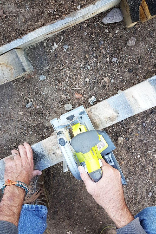 Use Ryobi circular saw to cut middle pallet section