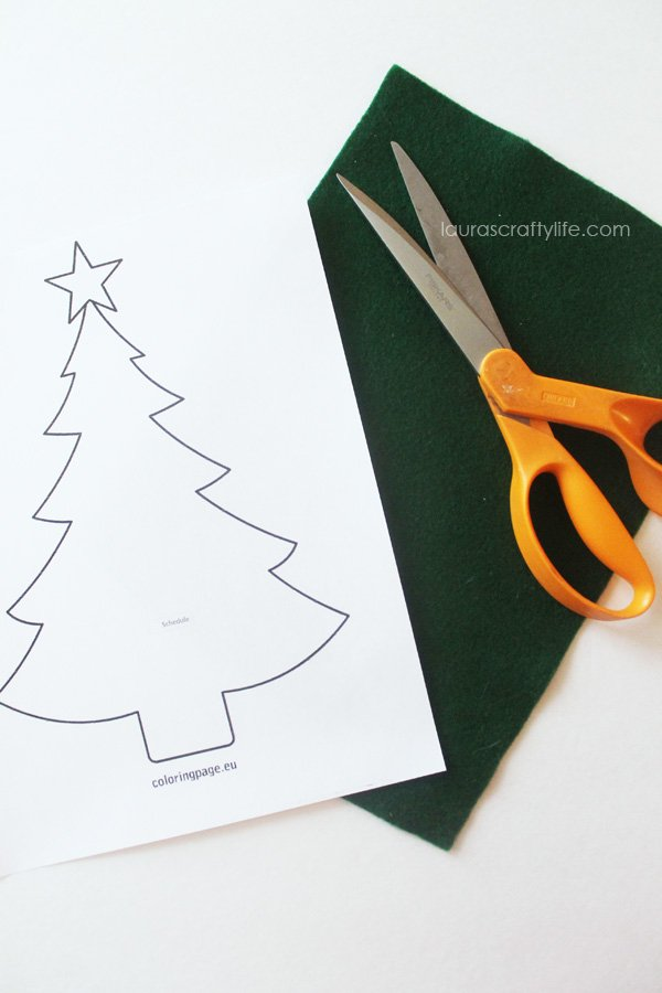 Cut out a Christmas tree out of felt