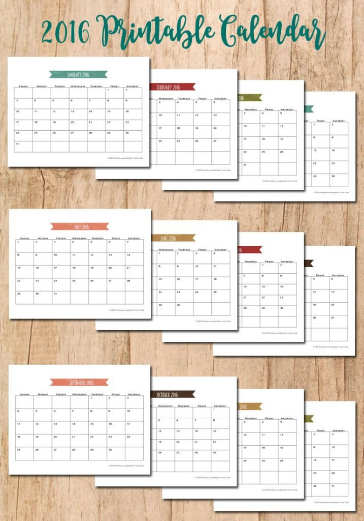Download and print this FREE 2016 Calendar | www.laurascraftylife.com