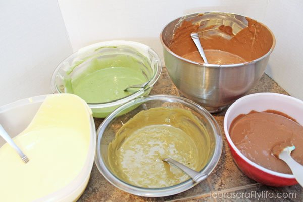 Five colors of cake batter to make camo cupcakes