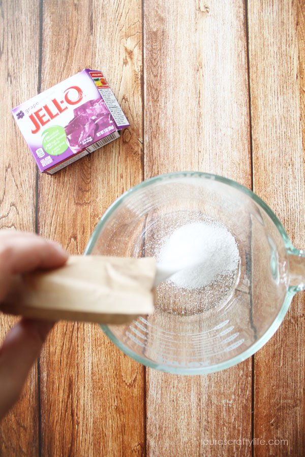 Add gelatin powder to a glass bowl or large measuring cup