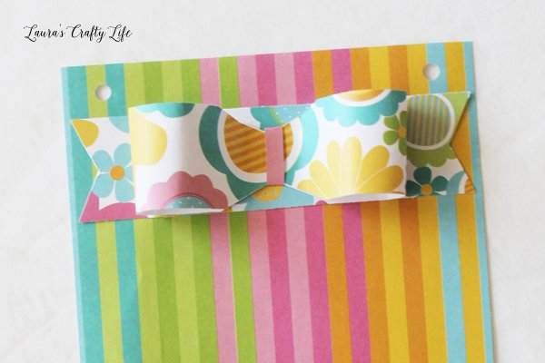 Make a paper bow with the Banner Punch Board