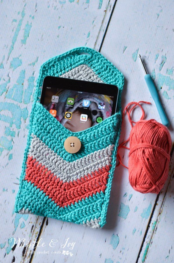crochetchevronipadpouch3WM-598x900