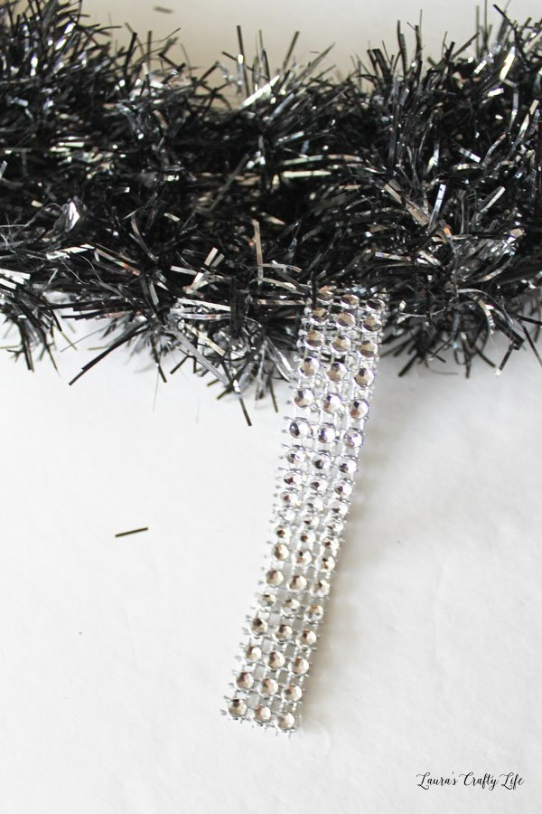 Create a diamond wrap hanger on the wreath