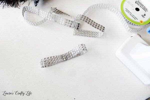Create a looped ribbon with diamond wrap