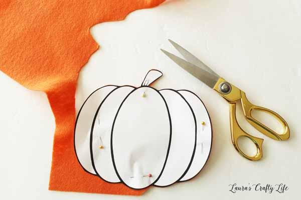 cut-out-pumpkin-shape-from-felt