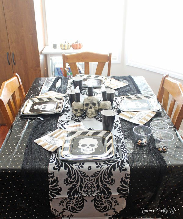 halloween-table-setting-with-oriental-trading