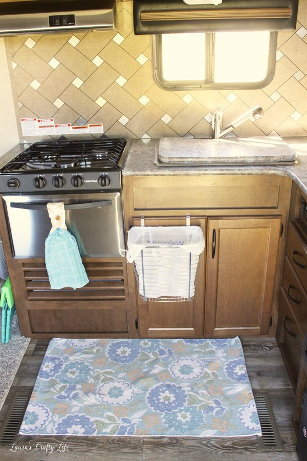 hang-trash-can-on-cabinet-door-and-use-a-hanger-for-the-dish-towel