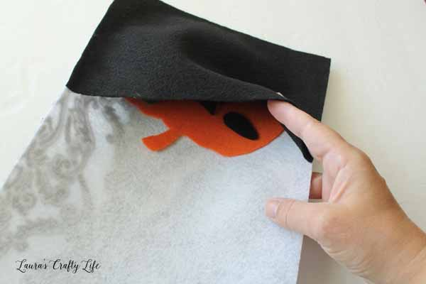make-a-pocket-to-store-felt-pieces