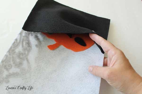 make-a-pocket-to-store-felt-pieces
