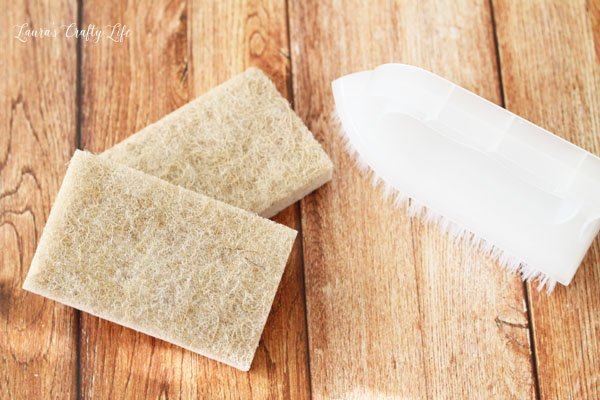sponges-and-scrub-brush-for-cleaning