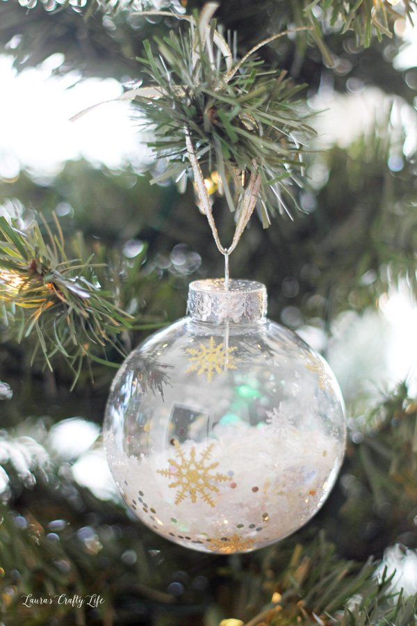 glitter-snowflake-ornament-made-with-cricut