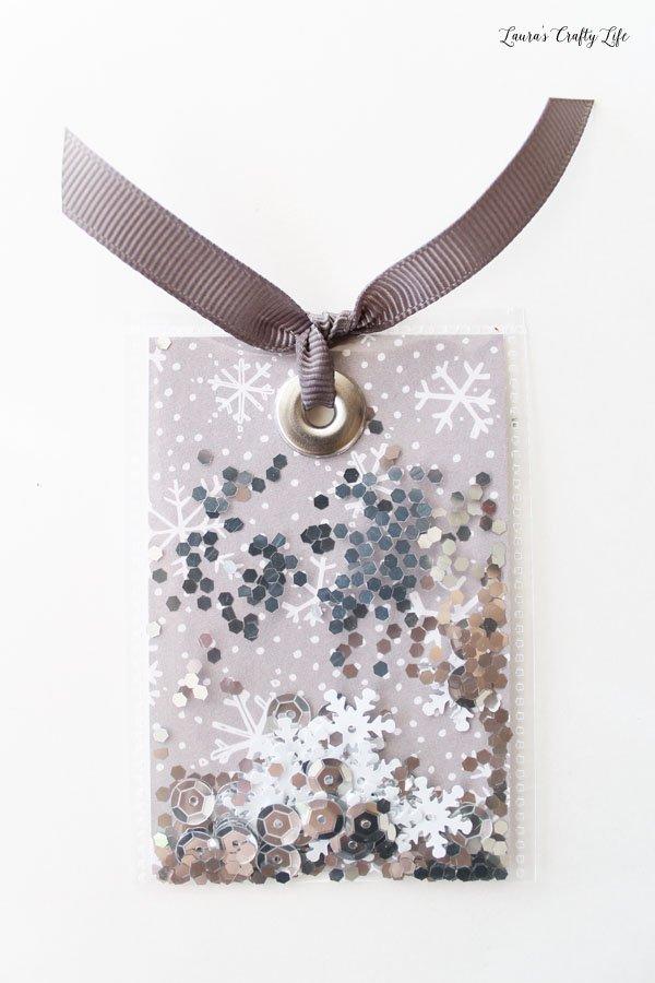 snowflake-shaker-tag