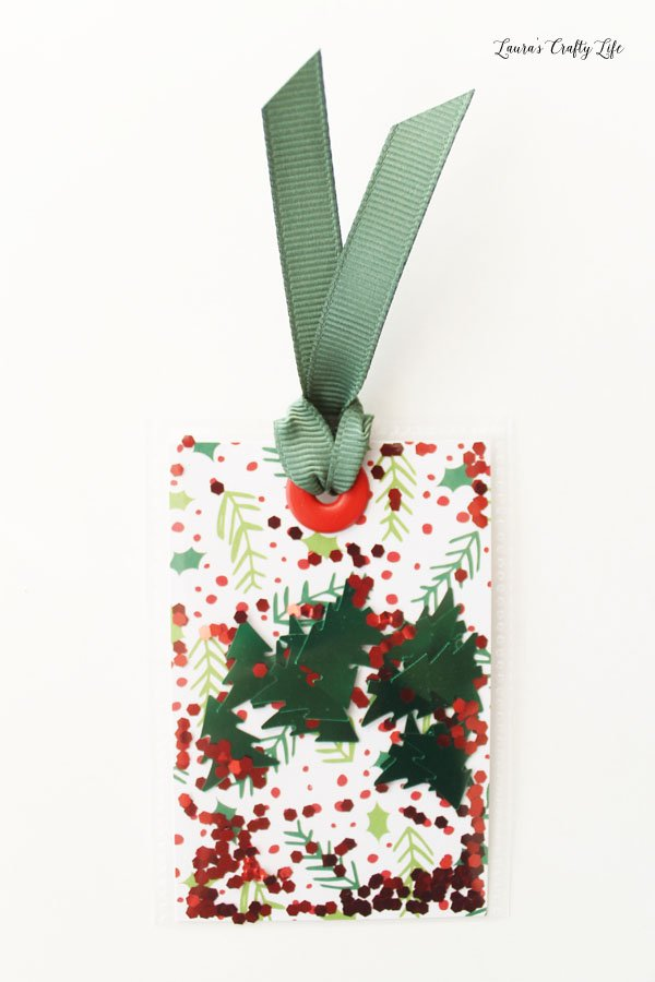 tree-and-holly-berry-shaker-tag
