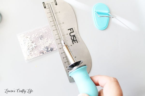 use-fuse-tool-to-seal-top-edge-of-pocket