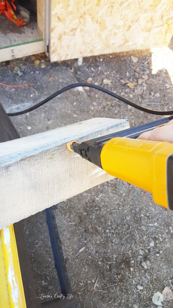 use-brad-nailer-to-attach-pallet-boards-together