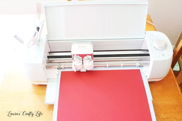 Use Cricut Explore Air 2 to create easy Christmas Card