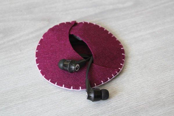 DIY Felt Earbud Case