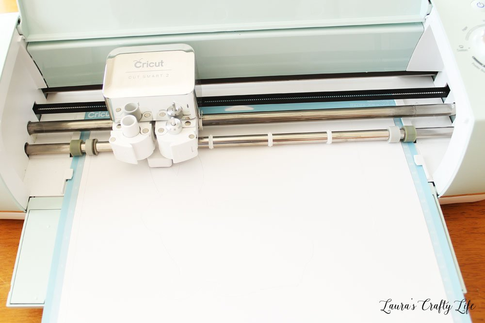 Use Cricut Explore Air 2 to cut out bunny shape