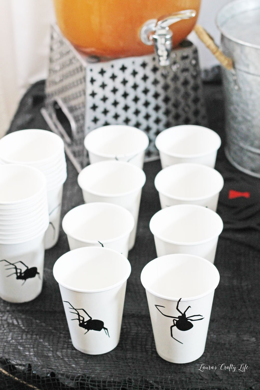 Creepy vinyl spider cups made with Cricut Maker #laurascraftylife #spider #Halloweenparty #Halloween