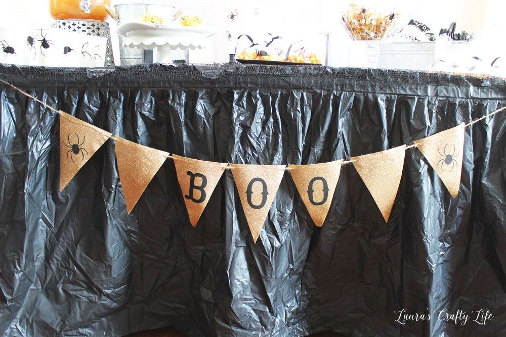 DIY spider BOO banner for Halloween with Cricut Maker #laurascraftylife #Cricut #Halloween #spider