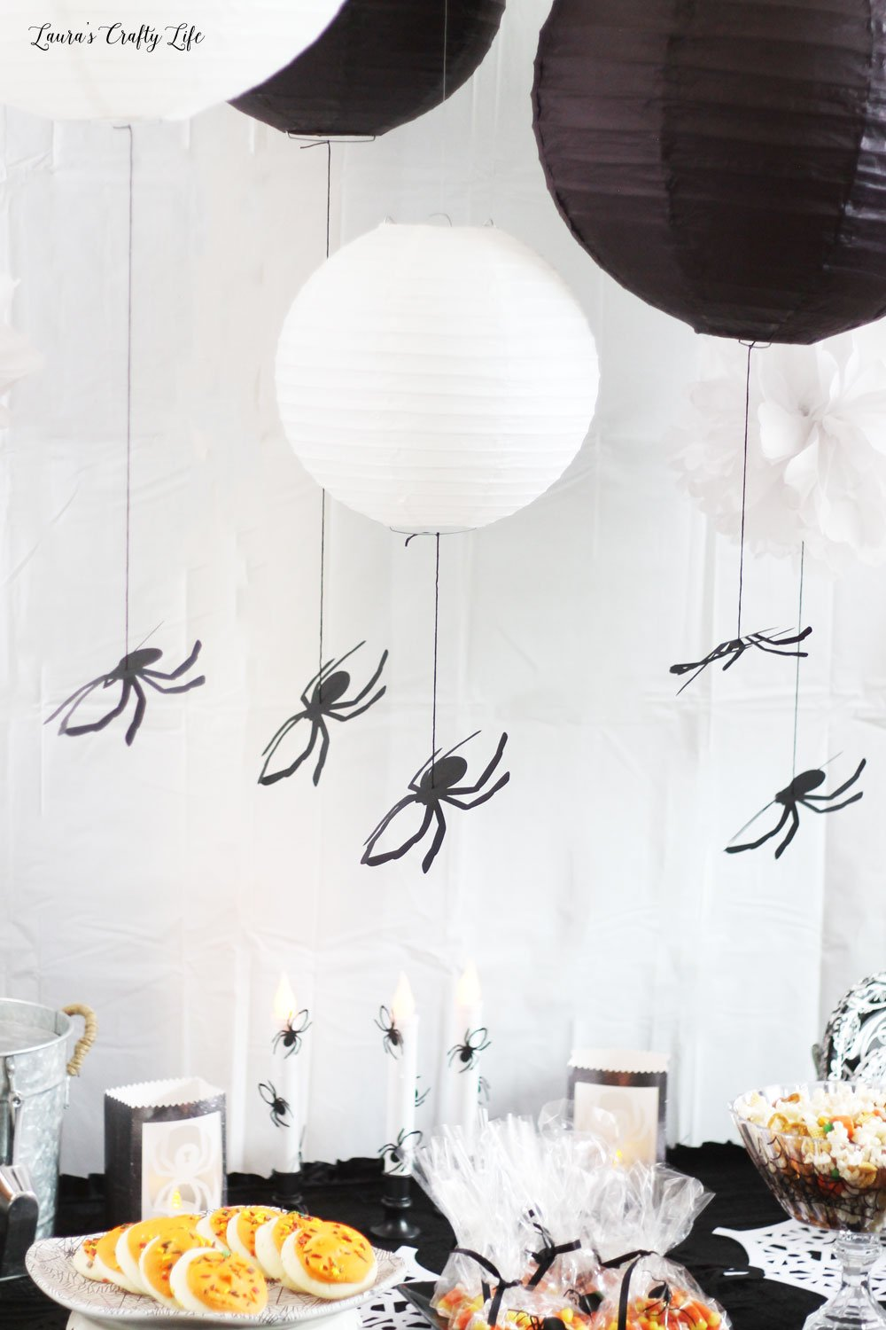 Hanging spider decor made with Cricut Maker #laurascraftylife #Halloween #spider