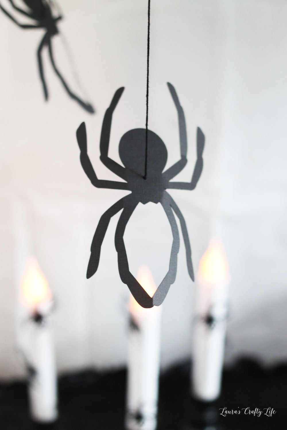 Make a hanging spider with Cricut Maker #laurascraftylife #Halloween #spider #cricut