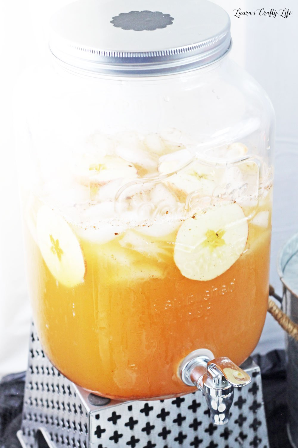 Sparkling apple cider punch - perfect for fall parties