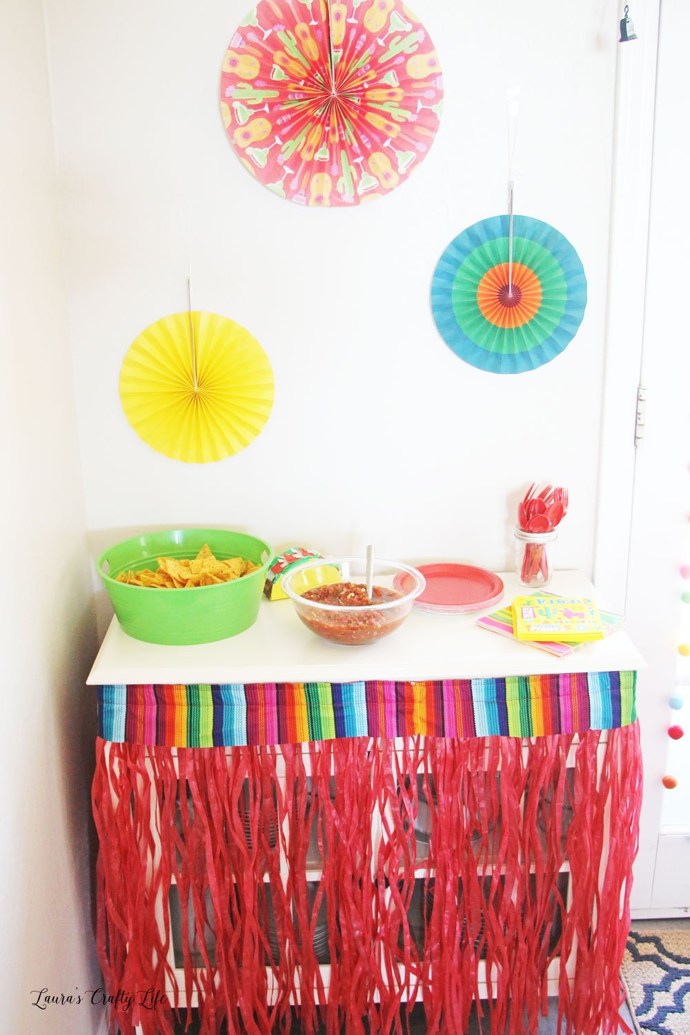 Fiesta fringed table with paper fan decorations