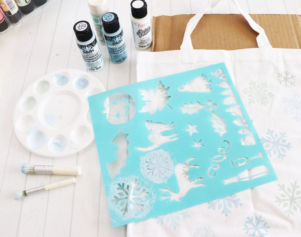 use stencil to paint on design